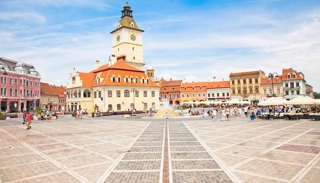 the_council_square_in_downtown_in_brasov