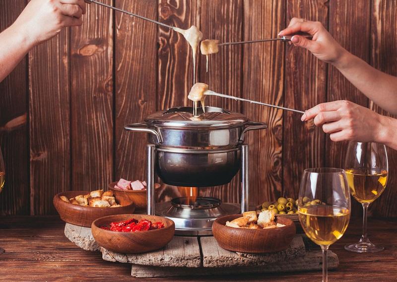 thuong-thuc-lau-pho-mai-cheese-fondue-ngon-kho-cuong-cua-phap-4