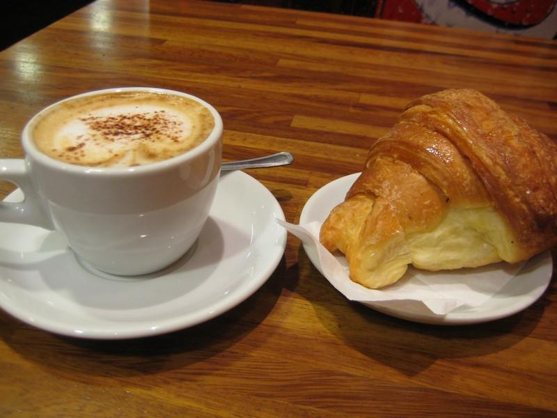 cappuccino-va-cornetto-an-sang-kieu-y-1
